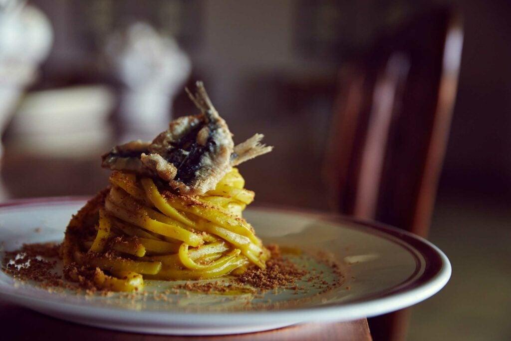 Linguine with Sardines, Raisins, and Pine Nuts (Pasta con le Sarde)