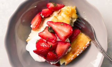 Ostkaka med Färska Jordgubbar och Mynta (Almond Cheesecake with Macerated Strawberries and Mint)