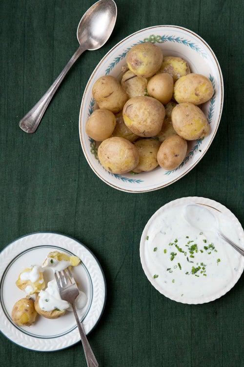 Boiled Potatoes with Quark and Flaxseed Oil (Pellkartoffeln mit Leinöl)