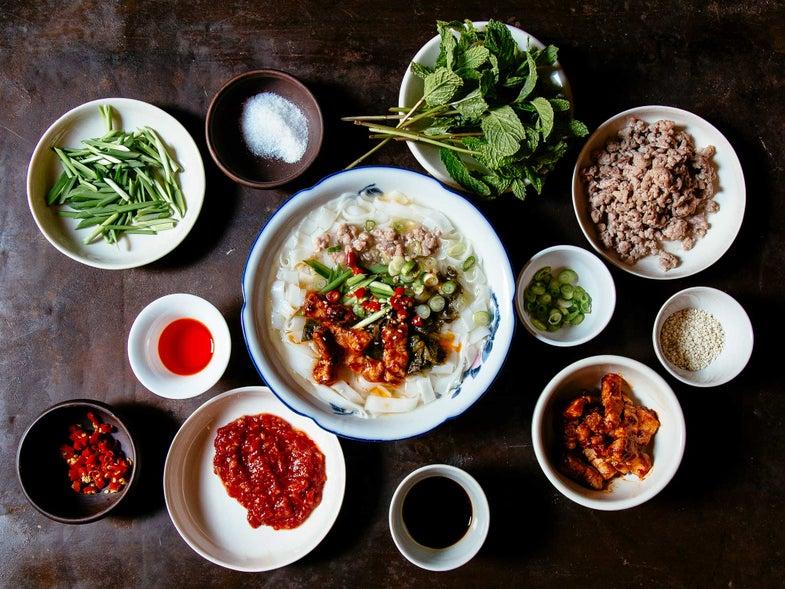 yunnan breakfast noodle soup