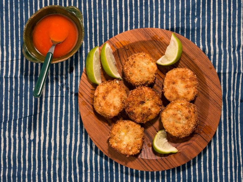 Fonio-Crusted Crab Cakes