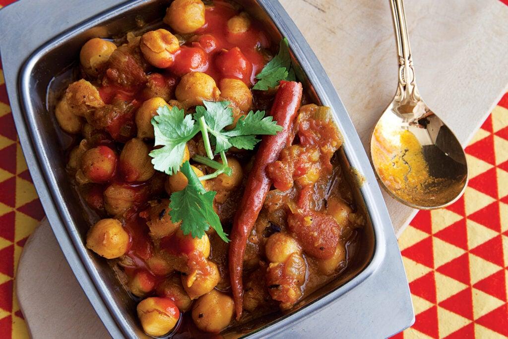 Spiced Chickpeas (Chana Masala)