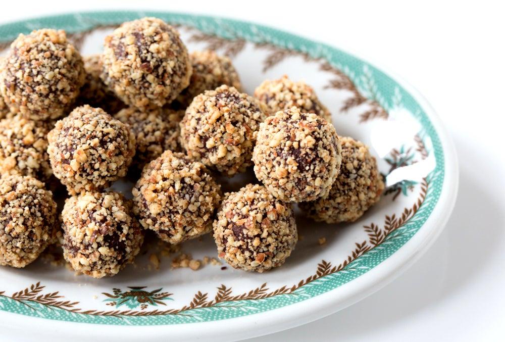 httpswww.saveur.comsitessaveur.comfilesimport2013images2013-027-recipe_lavender-truffles_1000x677.jpg