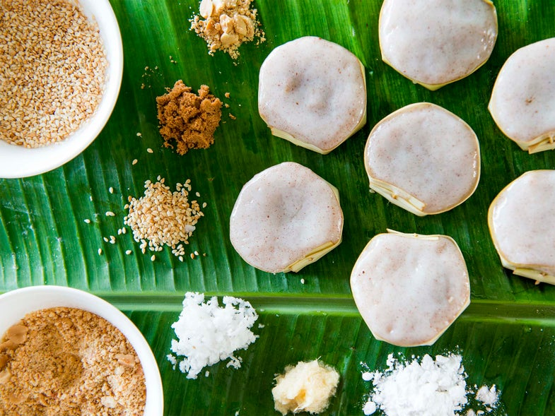 Rice Cakes Stuffed with Coconut and Brown Sugar (Yi Bua)