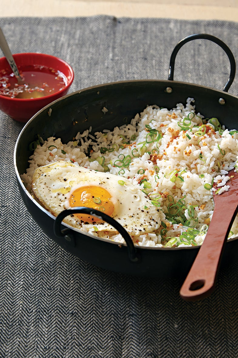 Filipino Garlic Fried Rice with Vinegar Sauce (Sinangag)