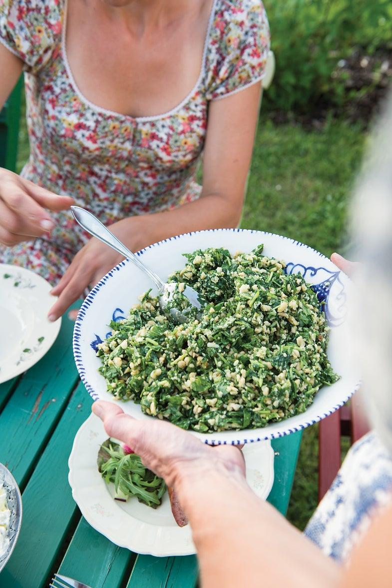 Arugula and Cashew Pesto Salad