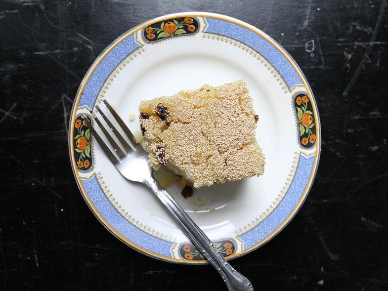 Sesame-Topped Semolina Cake with Coconut (Shwekyi Senyinmakin)