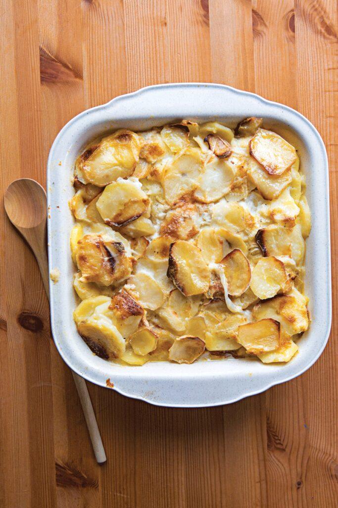 httpswww.saveur.comsitessaveur.comfilesimport20132013-09recipe_old-fashioned-scalloped-potatoes_800x1200.jpg