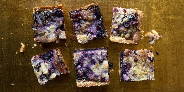 Blueberry-Poppy Seed Squares (Borůvkový Koláč)