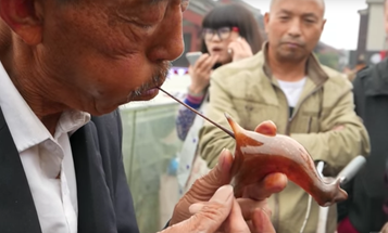 Watch the Amazing Chinese Art of Blowing Molten Sugar Into Glass