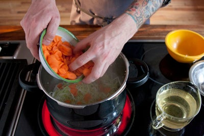 httpswww.saveur.comsitessaveur.comfilesimport2010images2010-117-20101008-pressure-cooker-stock-step3-P.jpg