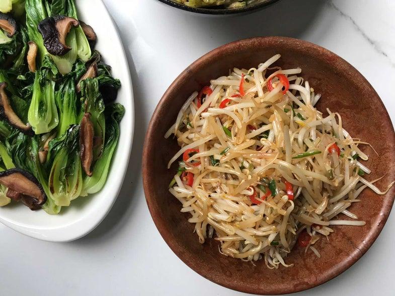 Stir-Fried Bean Sprouts (Taugeh Goreng)