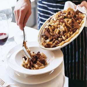 Maccheroni con Funghi Selvaticci (Tube-Shaped Pasta with Wild Mushrooms)