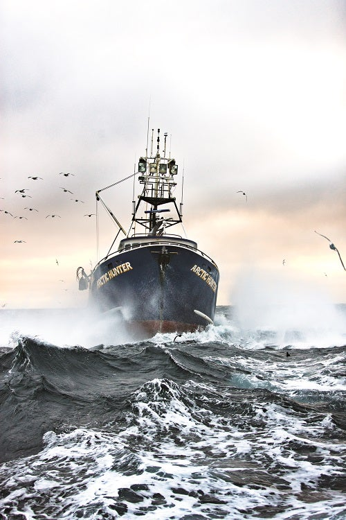 feature-fishing-for-alaskan-crab-boat-500x750