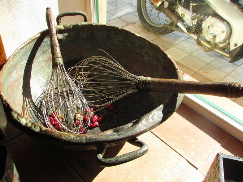 Mandoles Antique Copper Pot
