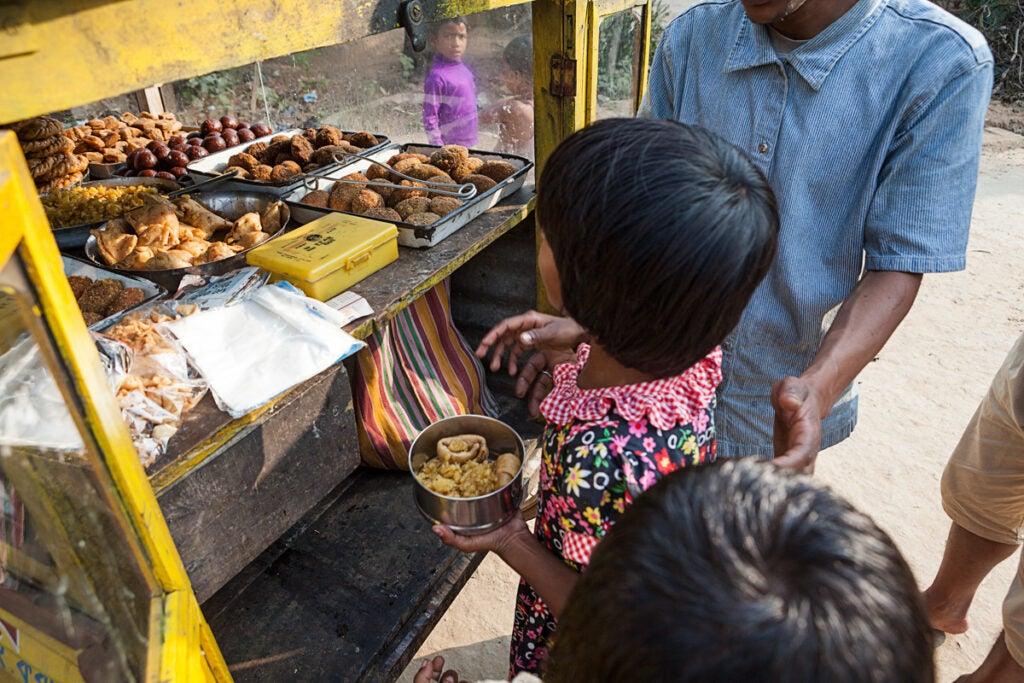 feature_east-india_santinitiketan-sweets-maker_child_1200x800.jpg