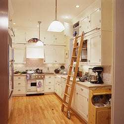 A Perfectly Roomy Kitchen