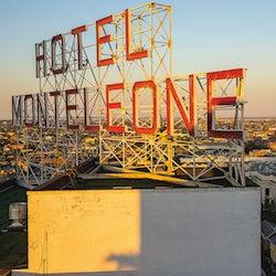 httpswww.saveur.comsitessaveur.comfilesimport2013images2013-03100-travels-guide_classic_hotel_monteleone-250.jpg