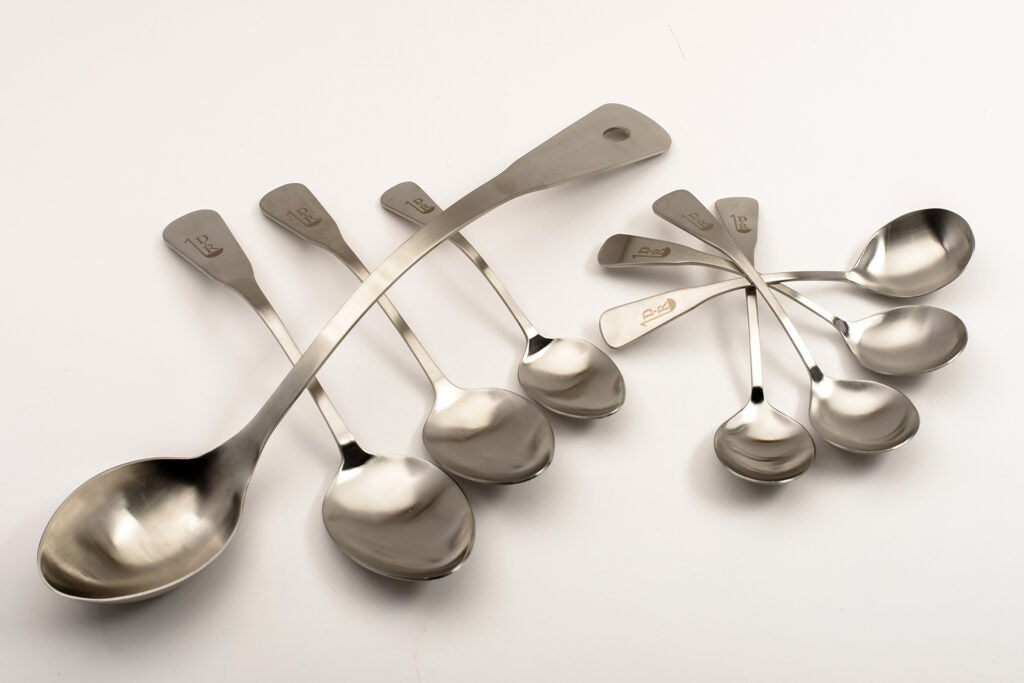 Offset spoon set