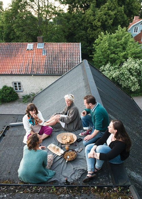 httpswww.saveur.comsitessaveur.comfilesimport20142014-05gallery-midsummers-dream-sweden-family-picnic-roof-500×700-i166.jpg