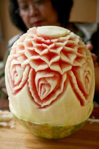 httpswww.saveur.comsitessaveur.comfilesimport2008images2008-07634-thai_watermelon_carving_14_480.jpg
