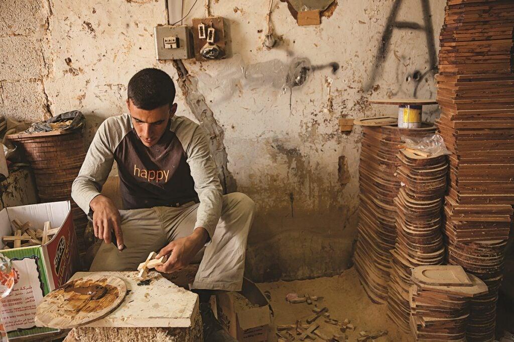 slideshow-scenes-from-palestine-man-making-crosses-1200x800
