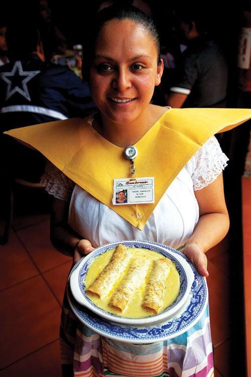 Saucy Dish: Sanborns' Enchiladas Suizas