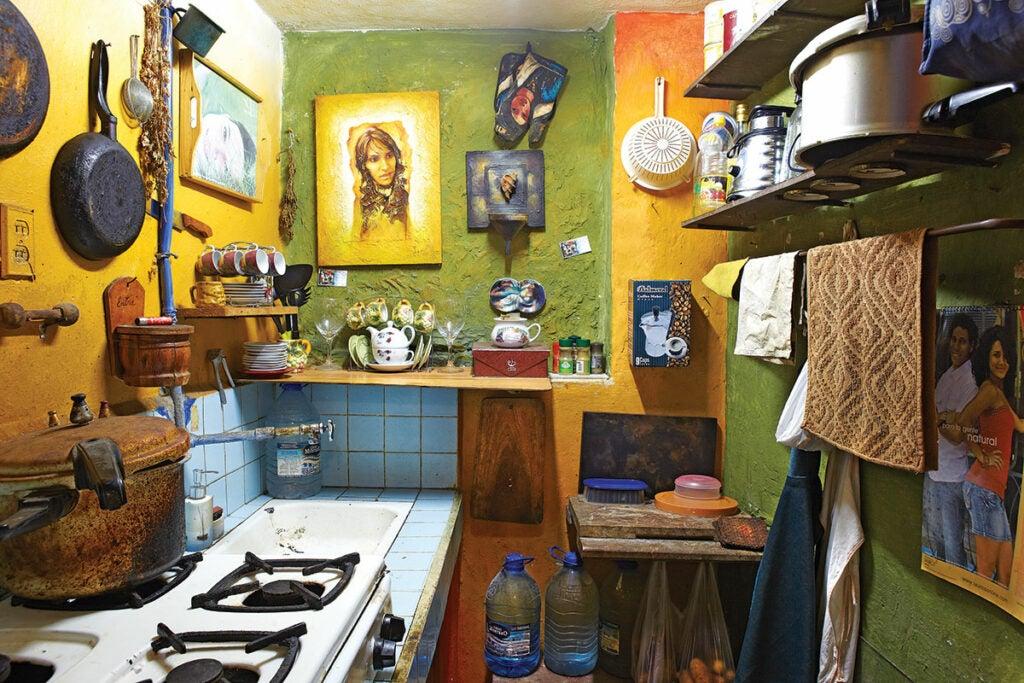 httpswww.saveur.comsitessaveur.comfilesimport2013images2013-027-SAV154-Gallery-Havana-Kitchen-1-1200×800.jpg