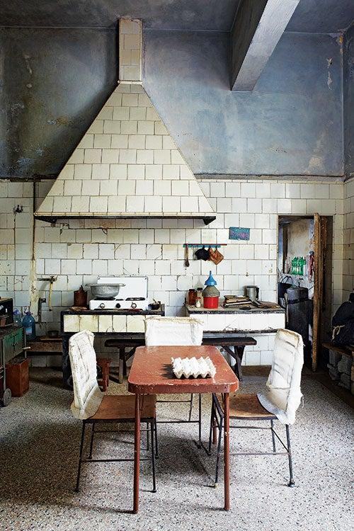 httpswww.saveur.comsitessaveur.comfilesimport2013images2013-027-SAV154-Gallery-Havana-Kitchen-2-1200×800.jpg