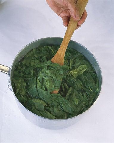 httpswww.saveur.comsitessaveur.comfilesimport2008images2008-0112-spinach_3.jpg