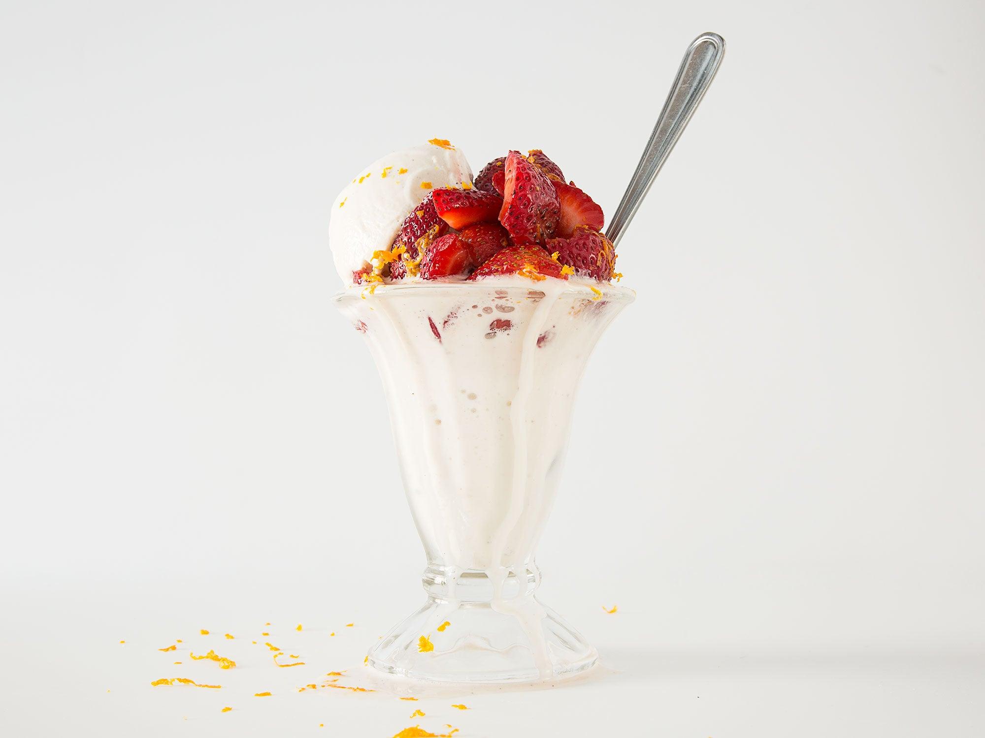 Grand Marnier Strawberry Sundaes