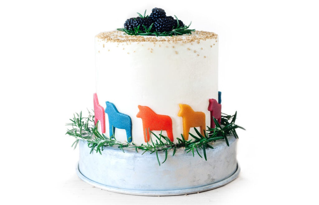 httpswww.saveur.comsitessaveur.comfilesimport20142014-07gallery_birthday-cake-molly-yeh-horses_1200x772.jpg