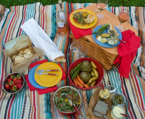 httpswww.saveur.comsitessaveur.comfilesimport2011images2011-067-French-Picnic-Basket-600.jpg