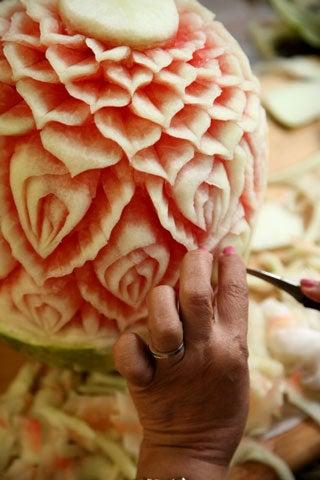 httpswww.saveur.comsitessaveur.comfilesimport2008images2008-07634-thai_watermelon_carving_15_480.jpg