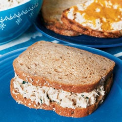 httpswww.saveur.comsitessaveur.comfilesimport2007images2007-08125-69_Tuna_salad_sandwich_250.jpg