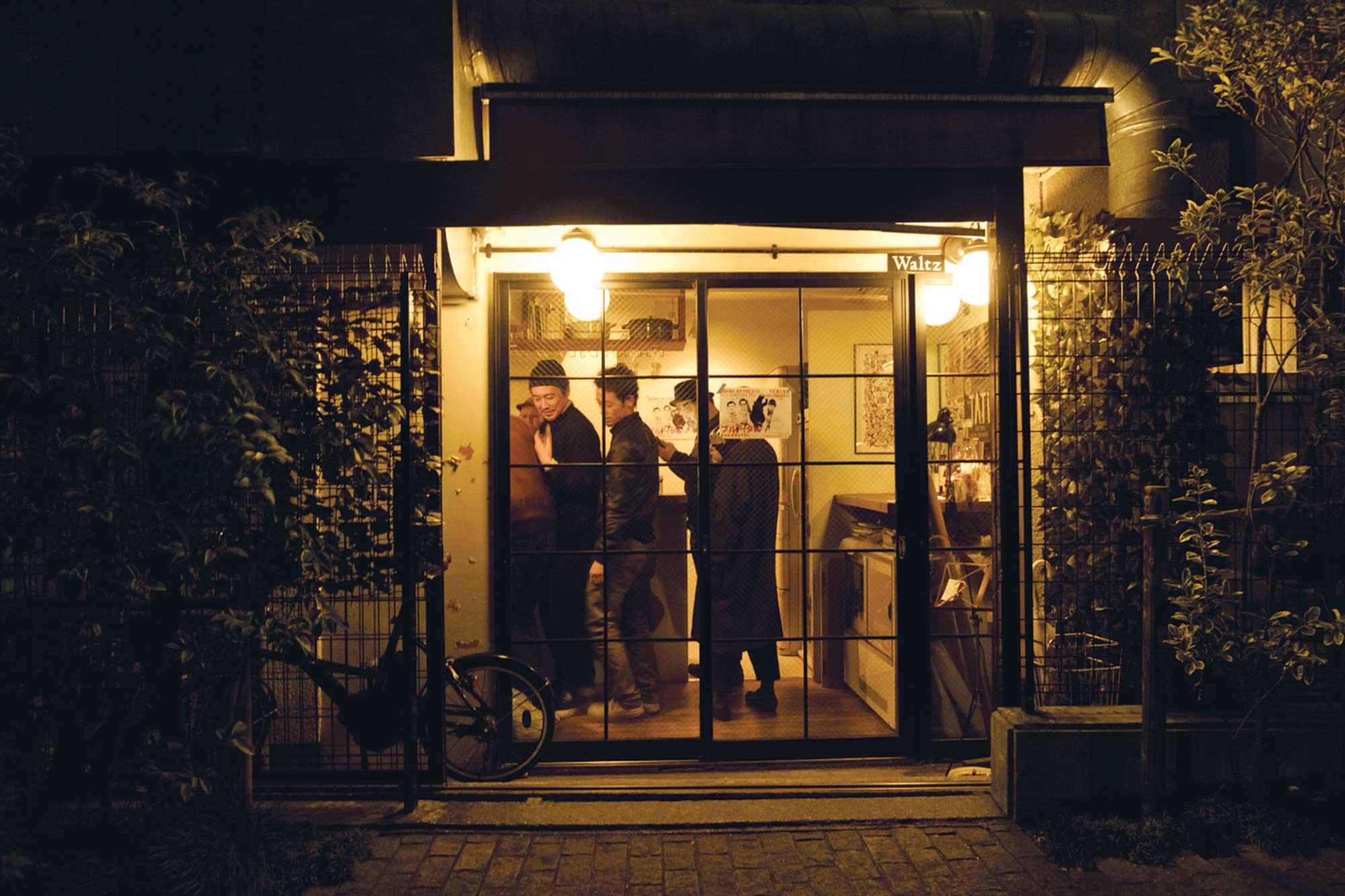 In Tokyo's Best New Wine Bars, Drink Standing Up