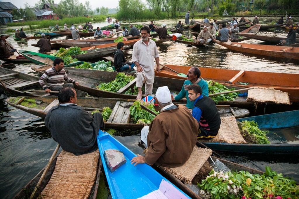 north-india-kashmir-floating-market