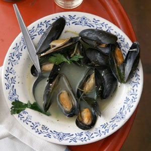 Mussels with White Wine, Parsley, and Garlic