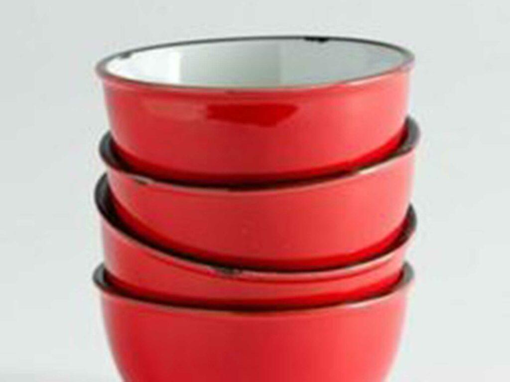 Vintage-looking enamel bowls keep things stylish