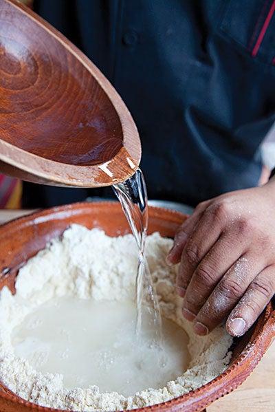 httpswww.saveur.comsitessaveur.comfilesimport2010images2010-02634-127_corn_tortillas_1_400.jpg
