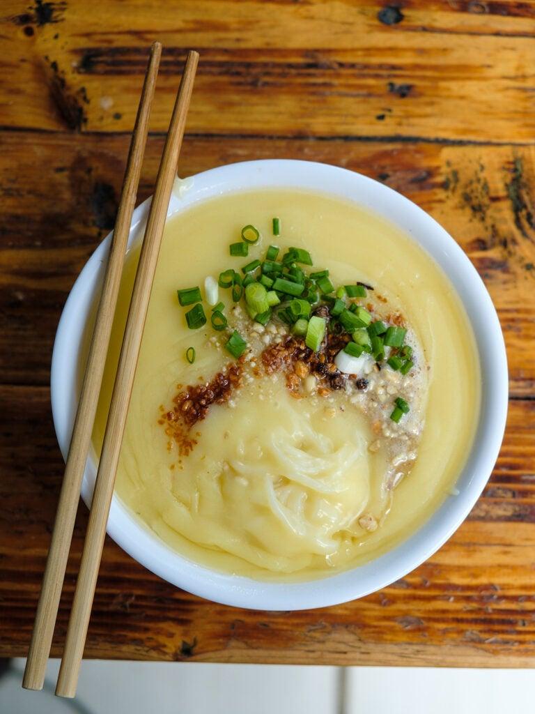 A bowl of xidoufen ban ersi