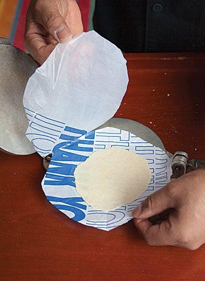 httpswww.saveur.comsitessaveur.comfilesimport2010images2010-02634-127_corn_tortillas_5_400.jpg