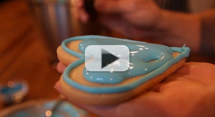 How to Flow Royal Icing on Cookies