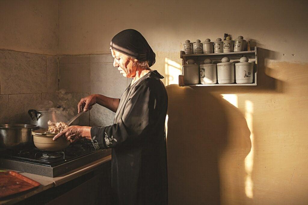slideshow-scenes-from-palestine-siham-mustafa-makes-couscous-1200x800