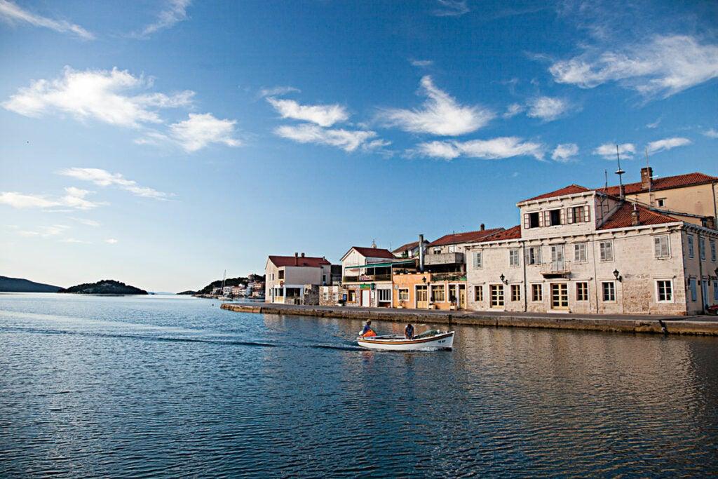 feature-splendor-of-the-isles-waterfront-tisno-croatia-dalmation-coast-1200x800-i164
