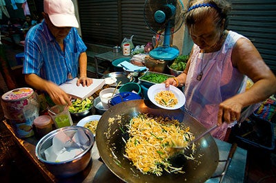 Eating in Thailand: A Proper Pad Thai