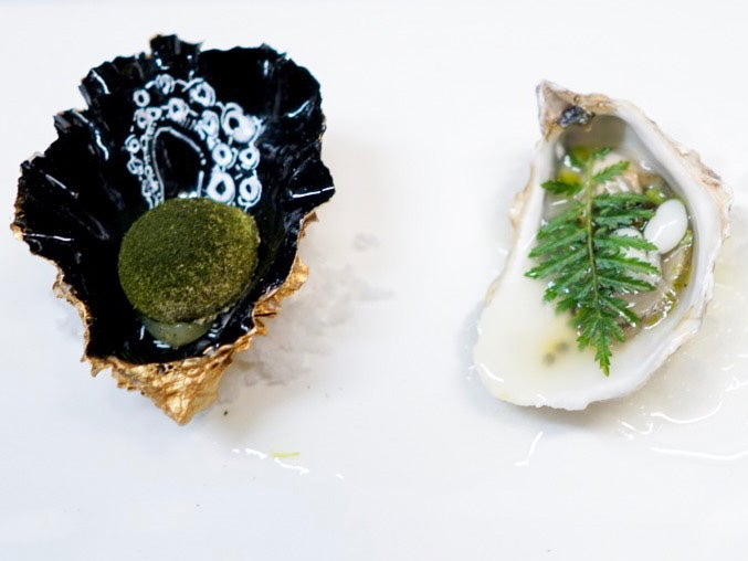Oysters with lemon and sea lettuce