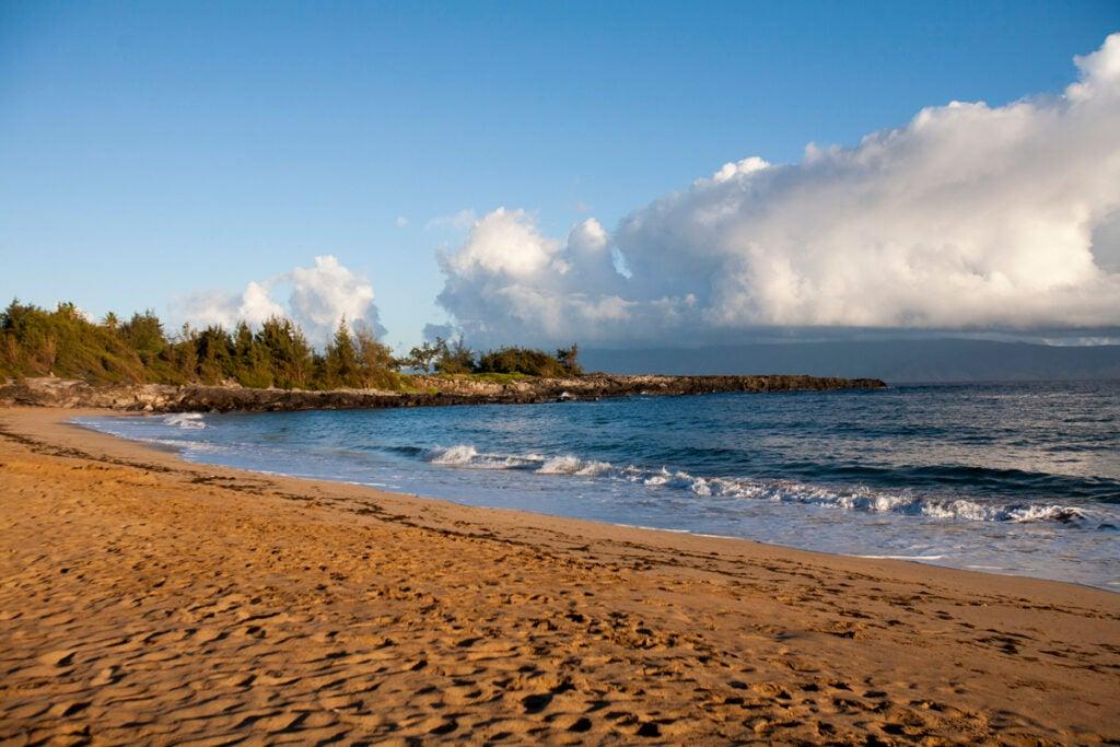 httpswww.saveur.comsitessaveur.comfilesimport2013images2013-047-Travels-Eat-in-Maui-Fleming-Beach-Park-1200×800.jpg