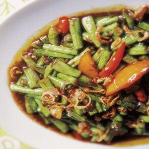 Kacang Panjang Kecap (Long Beans with Sweet Soy Sauce)