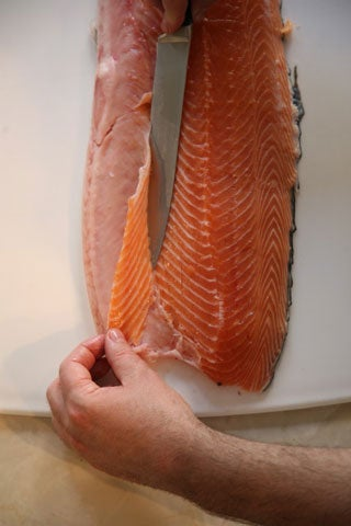 httpswww.saveur.comsitessaveur.comfilesimport2008images2008-05634-112_how_to_filet_a_salmon_3_480.jpg